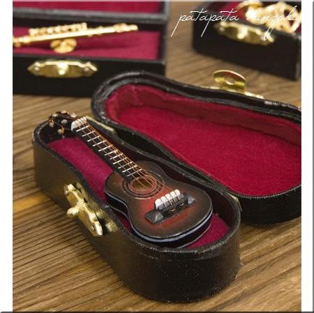画像1: ミニチュア クラシックギター  ピンバッジ